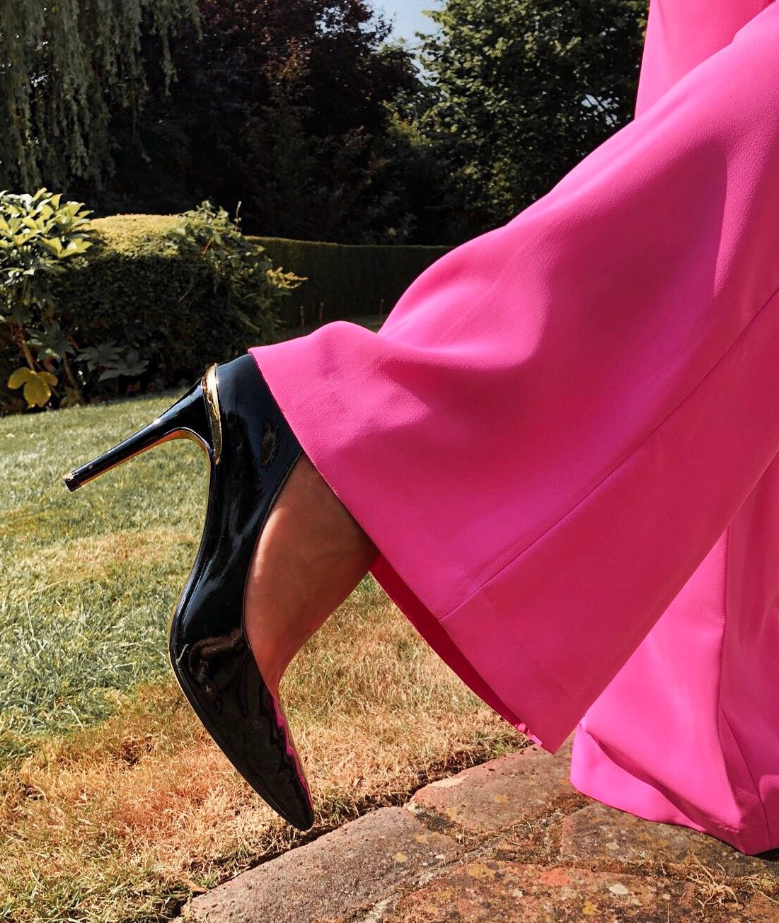 ELEGANT DUCHESS FASHION FOREVER UNIQUE LEYA - Hot Pink Tailored Suit | Swarovski hoop earrings | Ted Baker Court Shoes | Miu Miu sunglasses