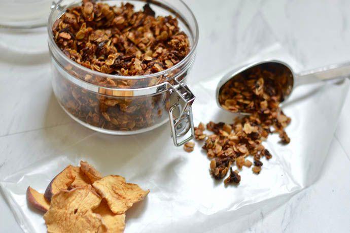 homemade apple caramel granola