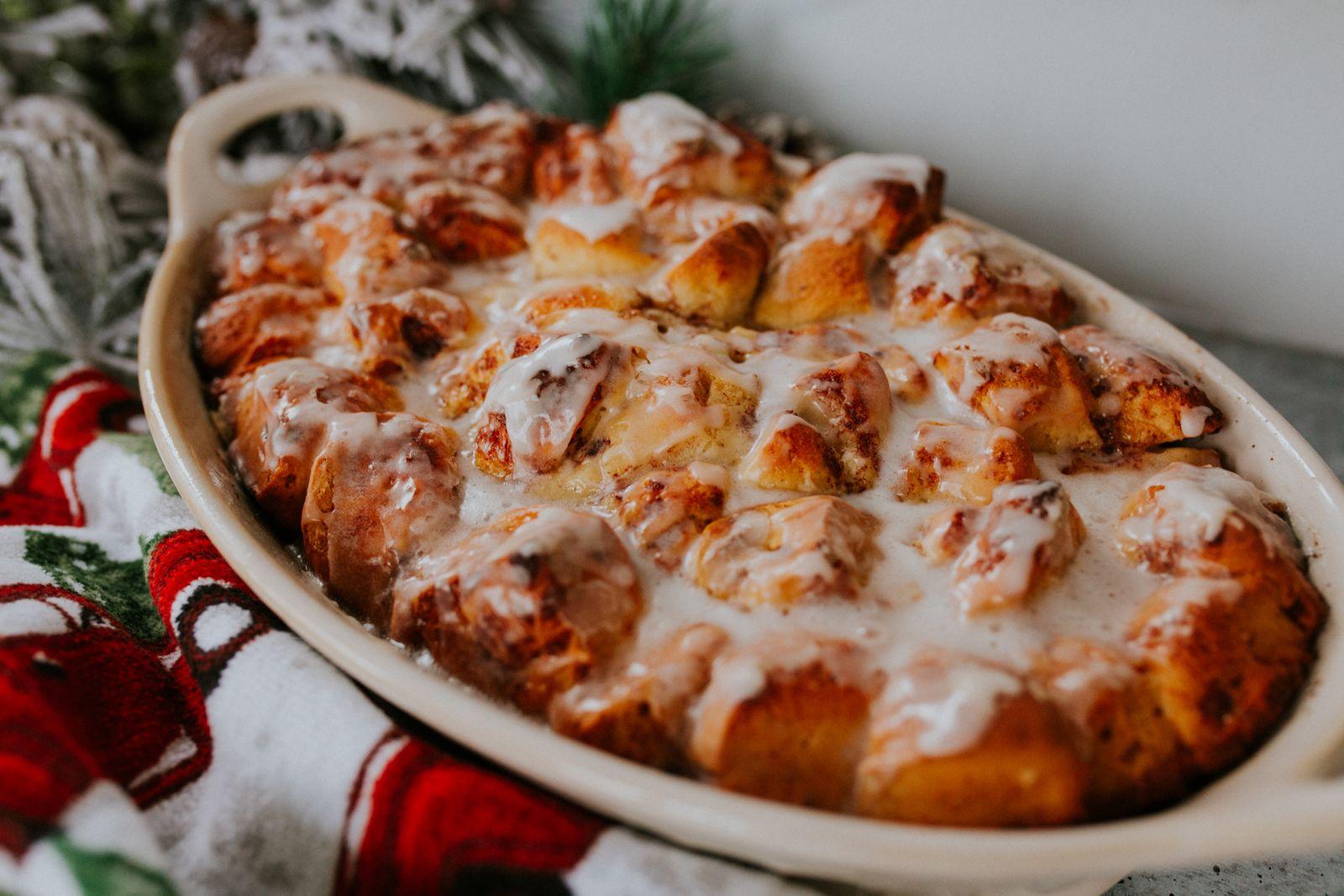 cinnamon roll casserole, christmas casserole, christmas breakfast casserole, cinnamon roll french toast casserole // grace white a southern drawl