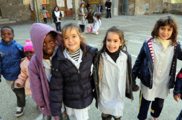 http://img01.lavanguardia.com/2010/12/11/Alumnos-de-la-escuela-Mare-de-_54086274570_600_396.jpg