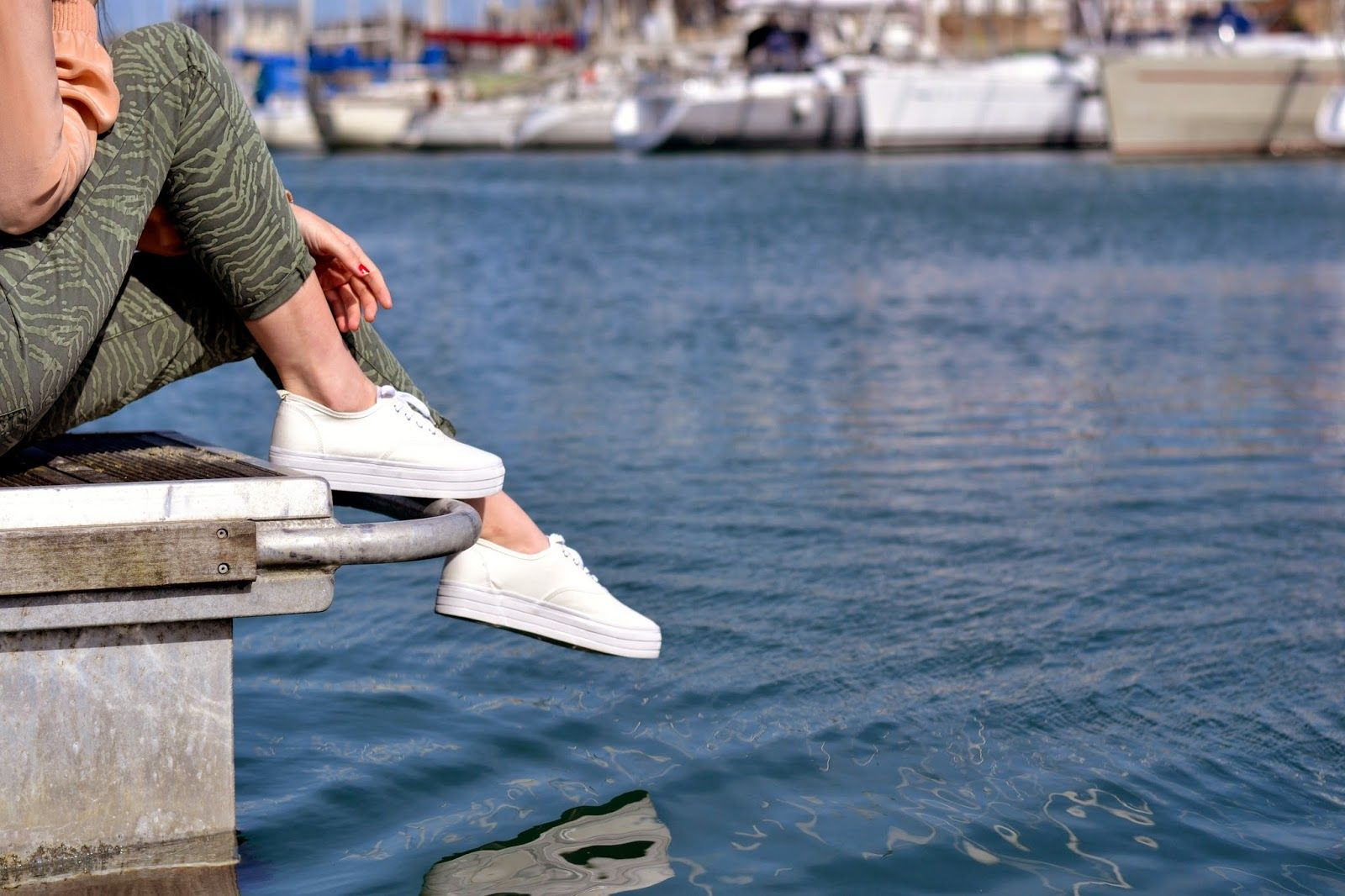 How to wear white pumps