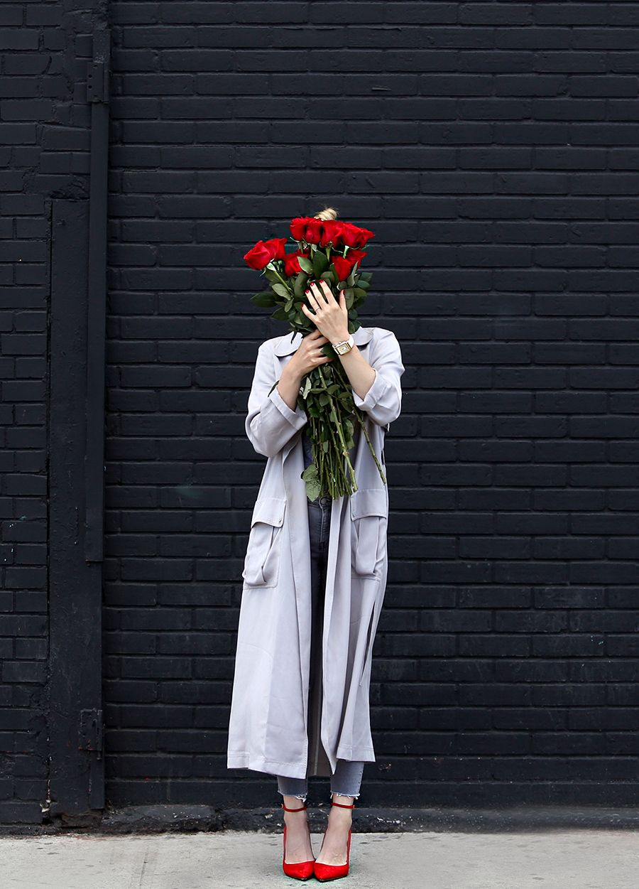 Helena of Brooklyn Blonde wearing a grey monochromatic outfit with Topshop long grey duster jacket, red Aquazzura heels, Senreve bag, MONROW tee, MICHELE watch. Red and grey outfit inspiration
